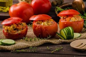 Gegrillte Tomaten gefüllt foto