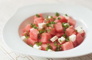Wassermelonensalat mit Feta-Käse foto