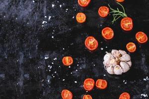 Tomaten und Knoblauch foto