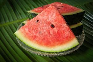 frisch von Wassermelonenfrüchten auf Geschirrglas