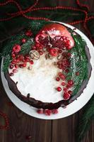 Weihnachtswüste mit Früchten auf dem Tisch