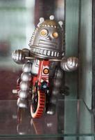 altes klassisches Roboterspielzeug foto