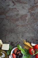 italienischer Lebensmittelhintergrund mit Platz für Text foto