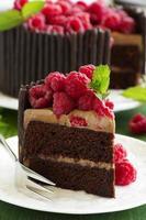 Schokoladenkuchen mit Himbeeren. foto