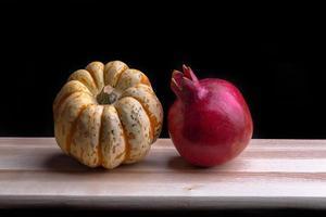 Granatapfel und Kürbis foto