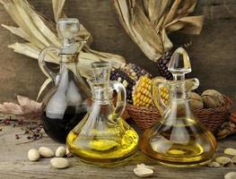 Speiseöl und Essig foto