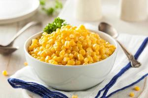 organischer gelber gedämpfter Mais foto