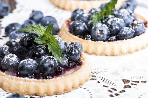 frische Blaubeertarte mit Früchten