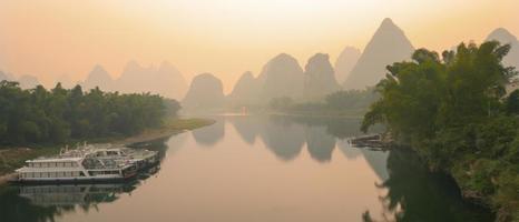 Li Fluss im Morgengrauen foto