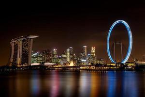 Langzeitbelichtung der Skyline von Singapur