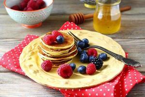 süße Pfannkuchen mit Blaubeeren foto