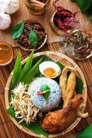 malaiisches Essen nasi Kerabu