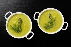 leckere Suppe mit Spargel.