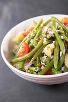 grüner Bohnensalat mit Tomaten und Kartoffeln foto