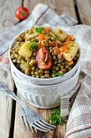 Mungobohnen mit Gemüse gedünstet foto