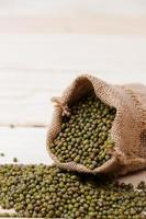 grüne Bohnen im Sack foto