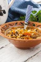 dicke Suppe mit Bohnen und Gemüse