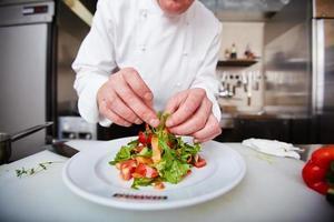Salat servieren foto