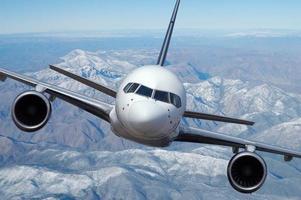 Verkehrsflugzeug im Flug foto