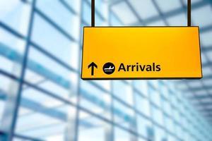Check-in, Hinweisschild für Abflug und Ankunft am Flughafen foto