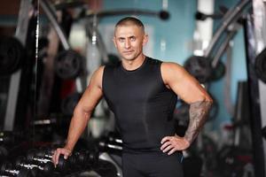 erfolgreicher junger Gewichtheber