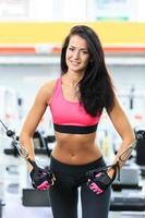 Mädchen im Fitnessstudio foto