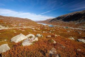 sonnige herbstlandschaft norwegen gamle strynefjellsvegen foto