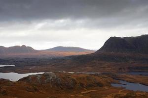surreale beleuchtete Landschaft in der Nähe von Stac Pollaidh foto
