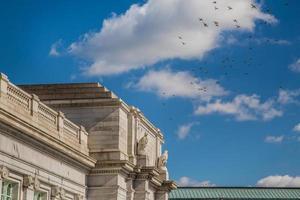Gewerkschaftsstation, Bahnhof, Säulen, blauer Himmel, Vögel foto