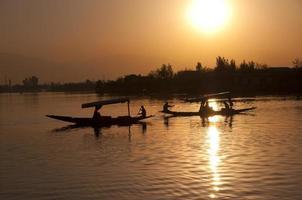 Sonnenaufgang am See foto