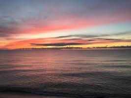 Sonnenaufgang über See foto