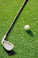 Putter und Golfball foto