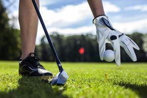 Golfball auf einen Haken setzen foto