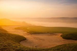 tolle Aussicht auf den schönen Golfplatz foto