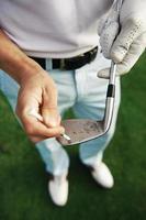 Reinigung des Golfschlägers foto