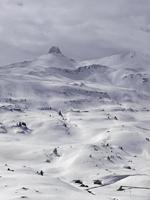 Berg Spitzmeilen und alpine Siedlung foto