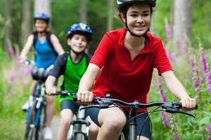 Familienradfahren foto