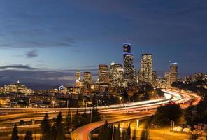 Seattle in der Abenddämmerung foto