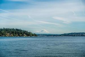 Blick auf den Mount Rainier vom Seward Park 6 foto