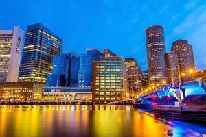 Bostoner Hafen und Finanzviertel