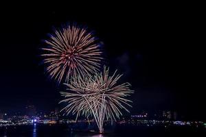 Feuerwerksfeier in der Stadt foto