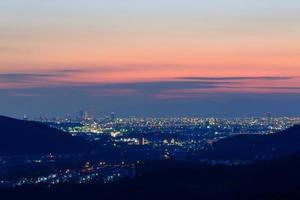 die Stadt Nagoya in der Abenddämmerung