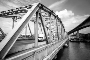 alte brücke in bangkok foto