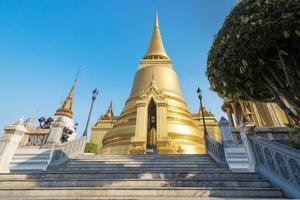 in phra kaeo, tempel des smaragdbuddha, bangkok thailand. foto