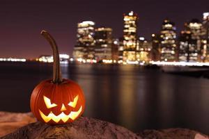 gruseliger Kürbis zu Halloween foto