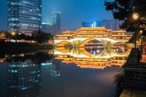 Chengdu Anshun Brücke in der Nacht foto