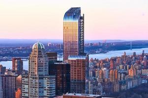 Stadtbildansicht von Manhattan bei Sonnenuntergang