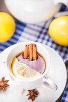 Tee mit Zitrone foto