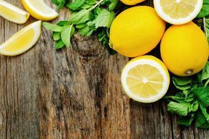 Zitronen und Minze foto