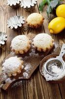 hausgemachter Zitronen Cupcake foto